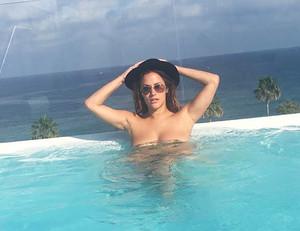 Caroline-Flack-Topless-Paparazzi-Pics-q710rqp3r6.jpg